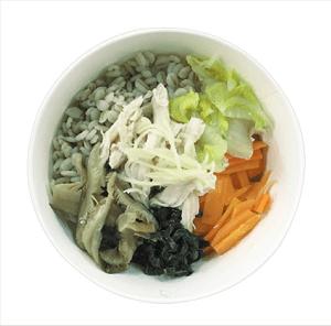 蒸し鶏と野菜の生姜雑穀スープ